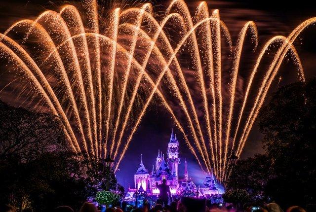 believe-holiday-magic-fireworks-disneyland
