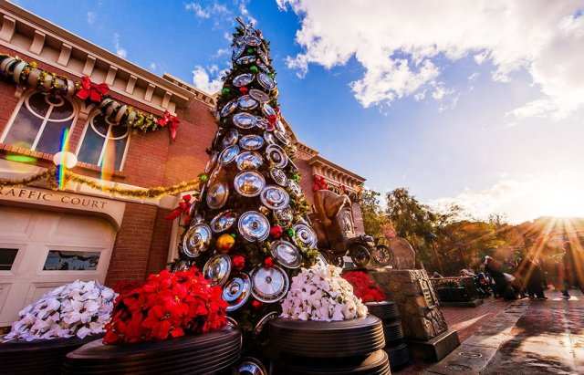 cars-land-christmas-tree-sunburst