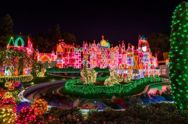 its-a-small-world-holiday-facade-disneyland-christmas