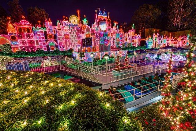 its-a-small-world-holiday-facade-disneyland