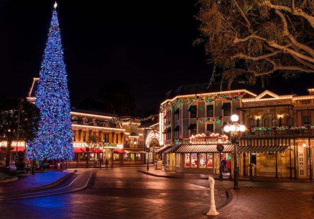 main-street-christmas-tree