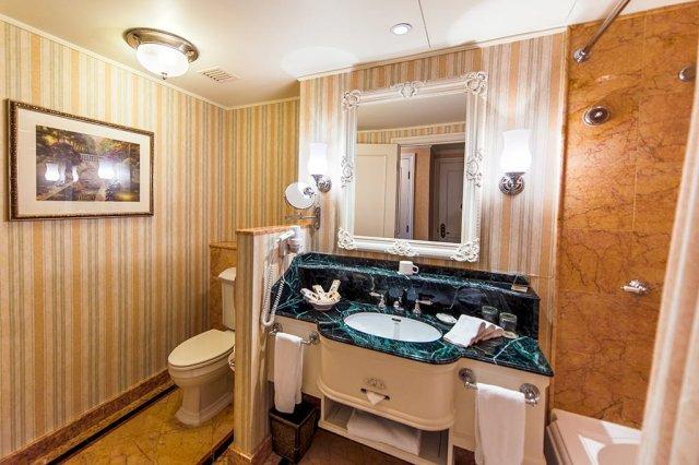 hong-kong-disneyland-hotel-bathroom-2