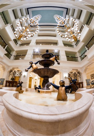 grand-floridian-villas-fisheye-penguin-fountain