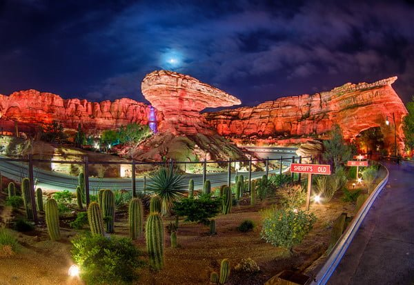 cars-land-ornament-valley-24-hour-night-M