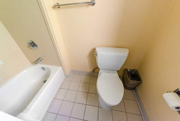alpine-inn-bathroom