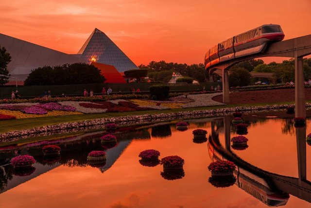 epcot-center-monorail-imagination-sunset