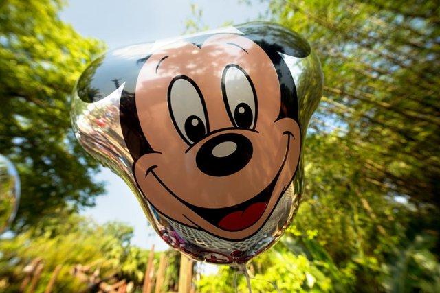 mickey-balloon-wide-angle-distorted