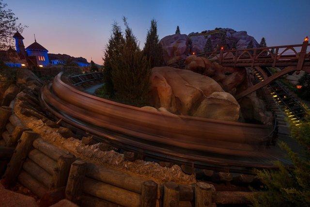 mine-train-dawn-motion-blur