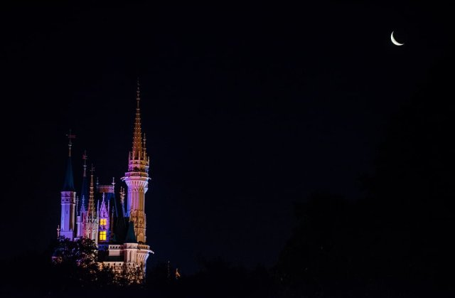 waning-crescent-moon-magic-kingdom-castle