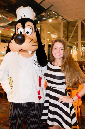 chef-mickeys-disney-world-sarah-bricker-goofy
