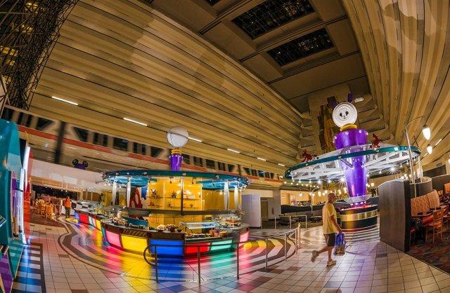 chef-mickeys-lobby