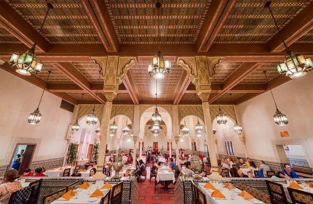 restaurant-marrakesh-tables