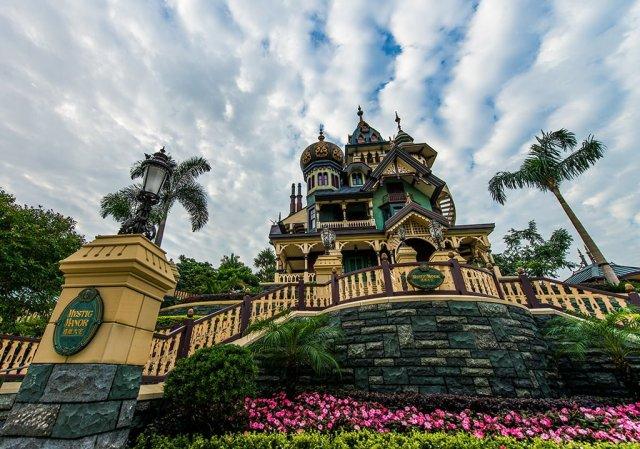 mystic-manor-wide-hong-kong-disneyland