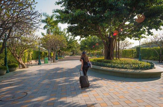 sarah-bricker-hong-kong-disneyland-walk