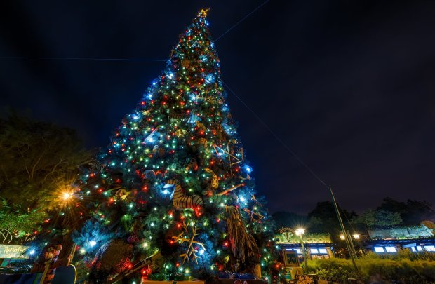 animal-kingdom-christmas-tree