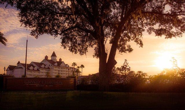 grand-floridian-walt-disney-world-marathon-soft-glow