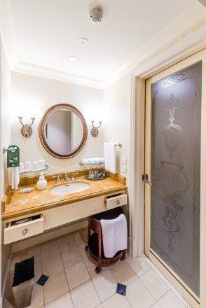 hotel-miracosta-bathroom