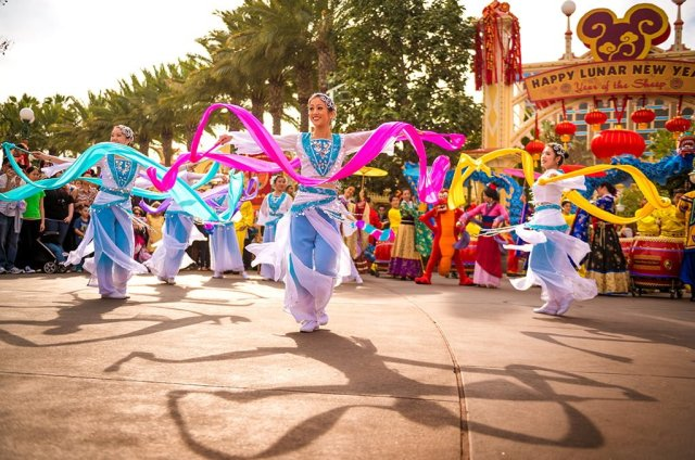 dancers-lunar-new-year-disney