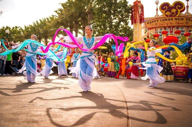 dancers-lunar-new-year-disney