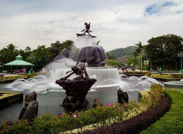long-exposure-hong-kong-fountain