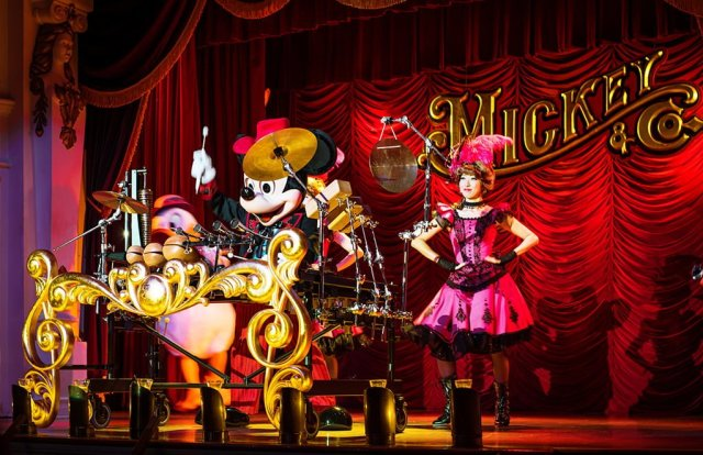 mickey-drumming-tokyo-disneyland
