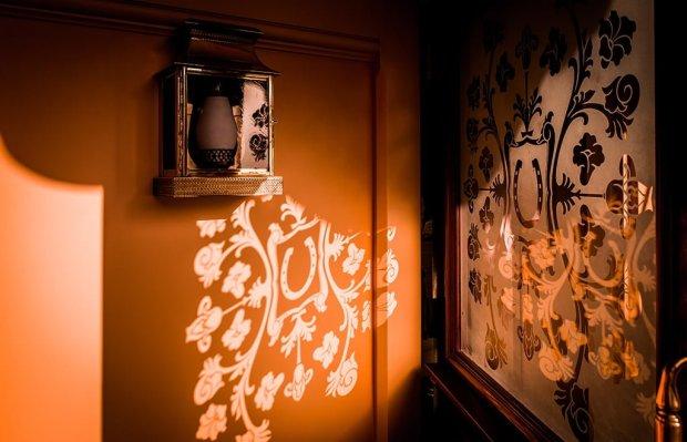 golden-horseshoe-door-shadow copy