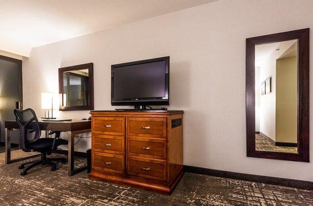 marriott-desk-television-disneyland