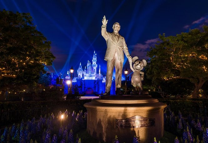 Haunted Mansion Holiday Continues To Draw Crowds From Through The New Year