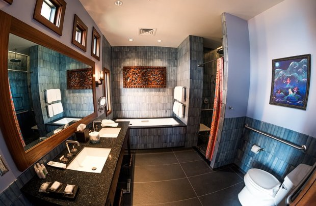 polynesian-bungalow-master-bathroom-walt-disney-world-fisheye