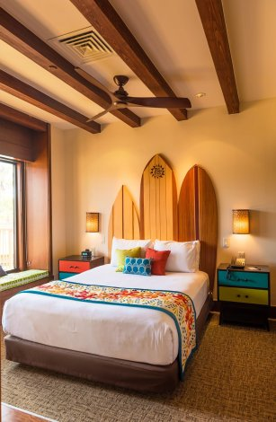 polynesian-bungalows-bed-surf