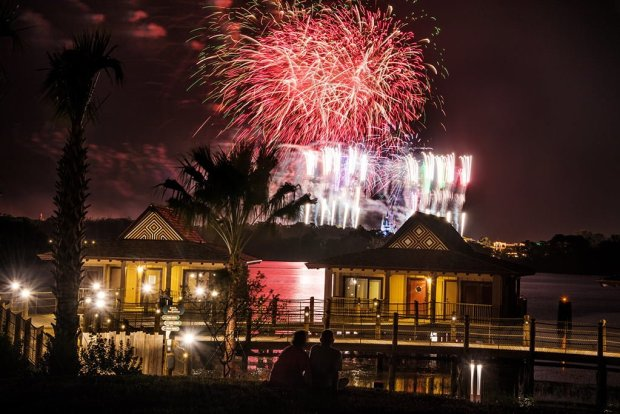 polynesian-bungalows-fireworks-magic-kingdom-5