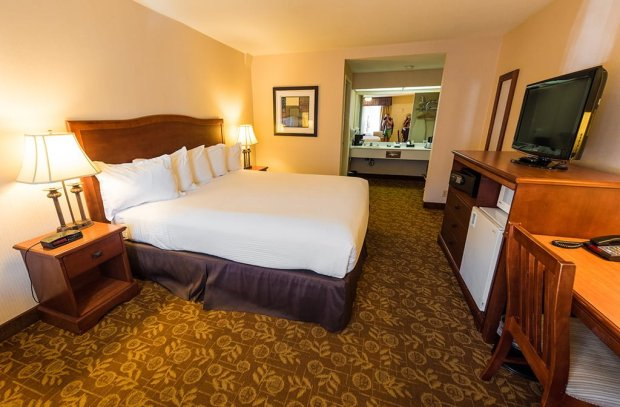 tropicana-inn-suites-disneyland-good-neighbor-hotel-595