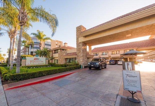 tropicana-inn-suites-disneyland-good-neighbor-hotel-602