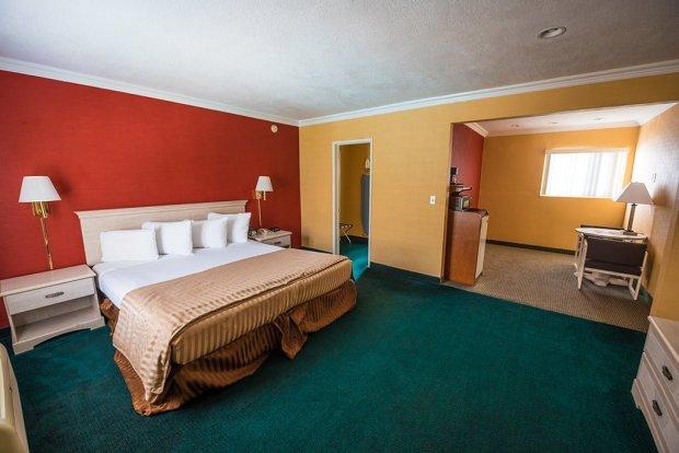 americas-best-value-anaheim-disneyland-hotel-796