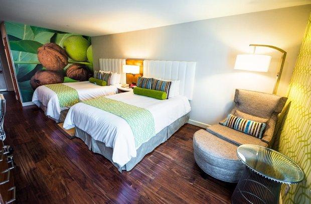 guest-room-hotel-indigo-anaheim-disneyland