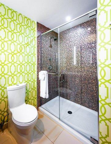 hotel-indigo-anaheim-shower