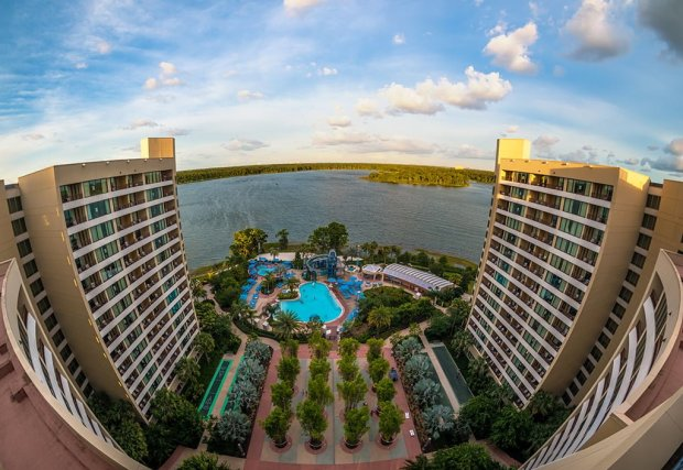 bay-lake-tower-pool-middle