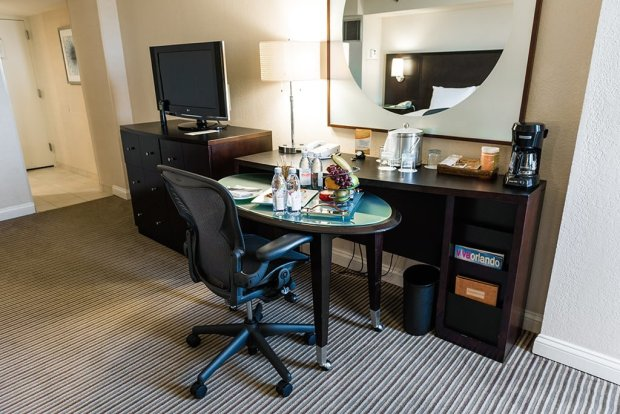 buena-vista-palace-desk
