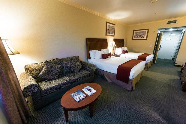 ramada-plaza-anaheim-resort-disneyland-wide-room