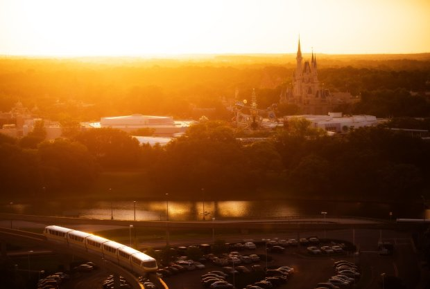 soft-light-magic-kingdom-top-world-bay-lake-sun