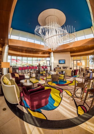 top-world-lounge-inside
