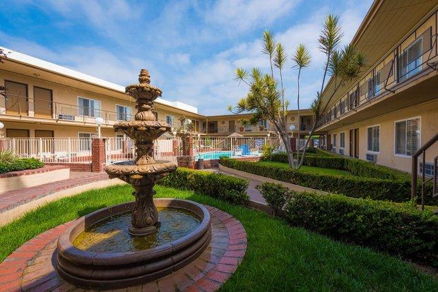 americas-best-value-anaheim-disneyland-hotel-794