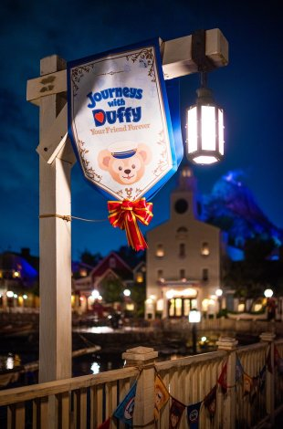 journeys-duffy-sign-post-night-shallow-tokyo-disneysea