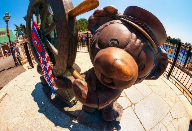 journeys-with-duffy-fisheye-closeup-duffy-helmsman