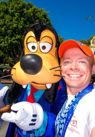 disneyland-half-marathon-10th-anniversary-rundisney-tom-bricker-selfie-goofy