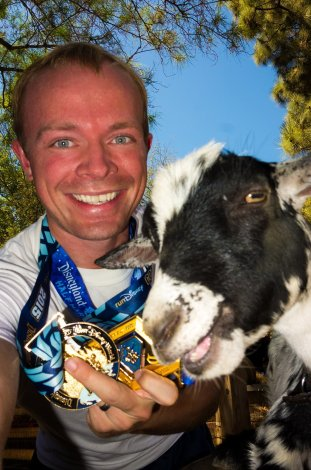 disneyland-half-marathon-bianca-goat