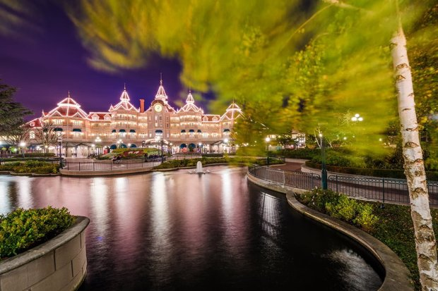 disneyland-hotel-paris-rustling-leaves-blur copy