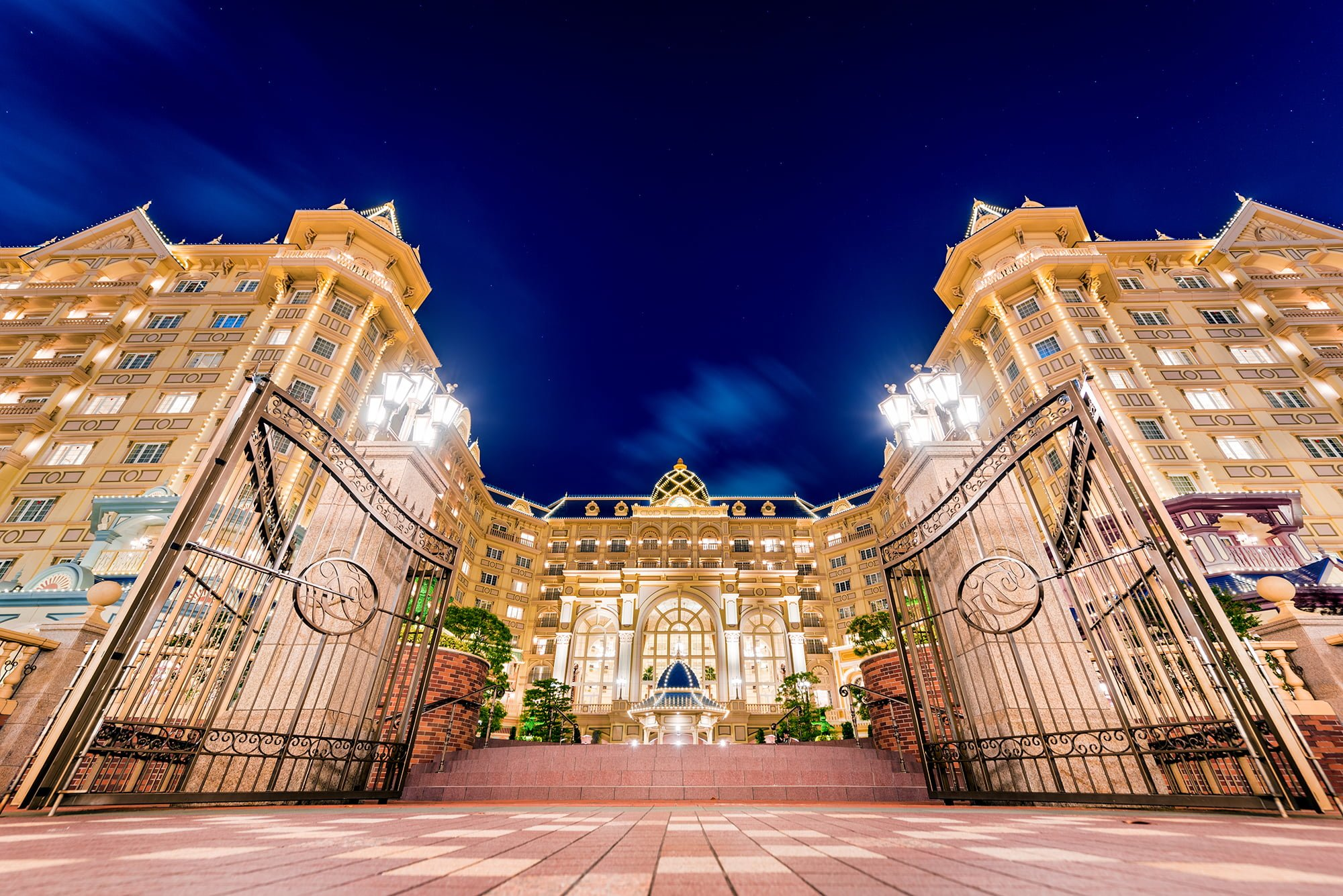 Save up to 40% off the gate price when you book our Disneyland Paris tickets! Jump the queues with Free FASTPASS & get instant e-tickets. Our cheap Disneyland Paris tickets give you admission to both of the Disney theme parks - Disneyland Park & Walt Disney Studios Park.