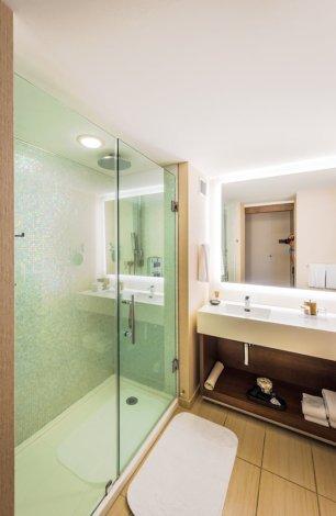 hyatt-regency-grand-cypress-shower