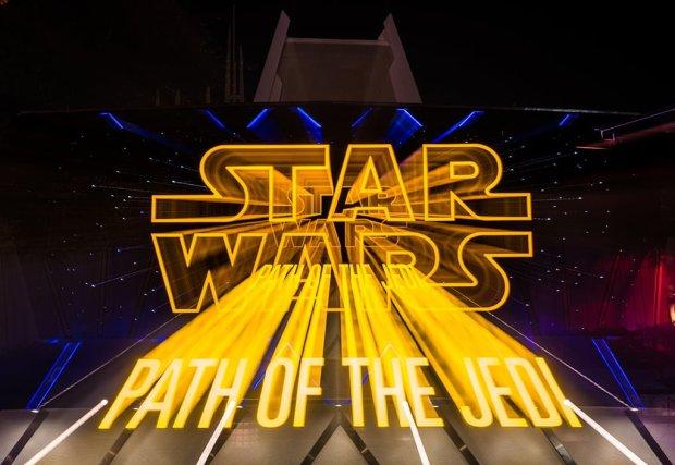 season-of-force-star-wars-force-awakens-disneyland-001